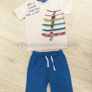 conjunto niño con bermuda con bolsillos laterales y trasero, cordon. Camiseta gris manga corta estampada