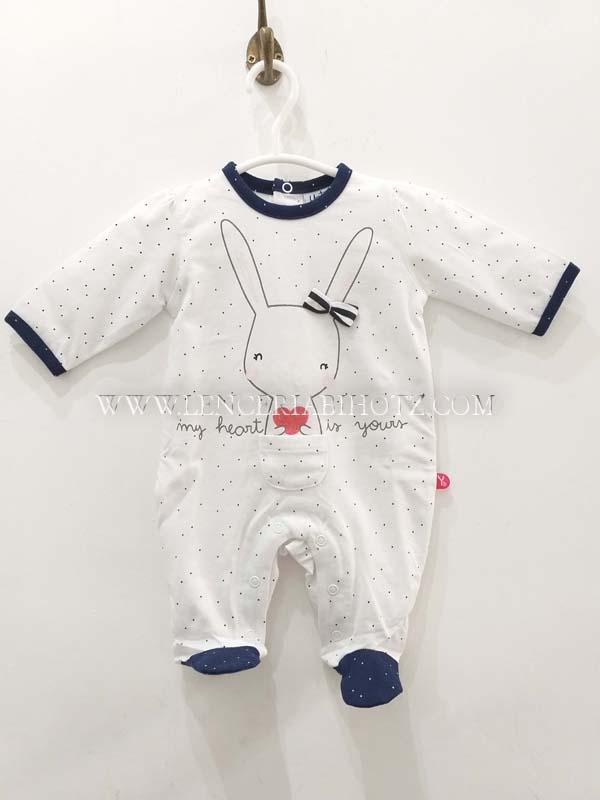 pijama largo bebe blanco con remates y pies en marino. Abertura cochete trasera y entrepierna.