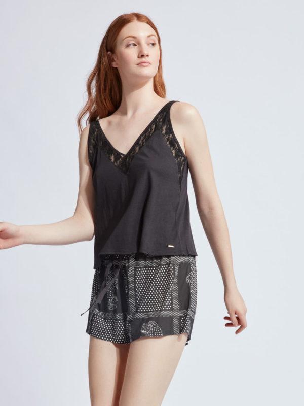 pijama mujer tirantes encaje negro. Cuello pico, short estampado lunares gatos