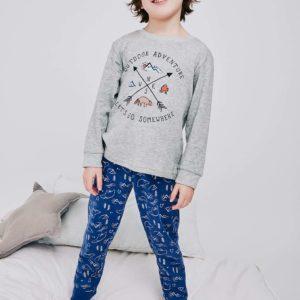 pijama niño manga larga con puños. Camiseta gris y pantalon azul estampado