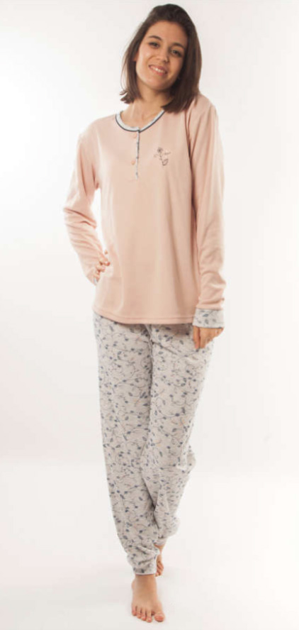 pijama mujer felpa clasico manga larga. Camiseta botones maquillaje con puños. pantalon gris con flores